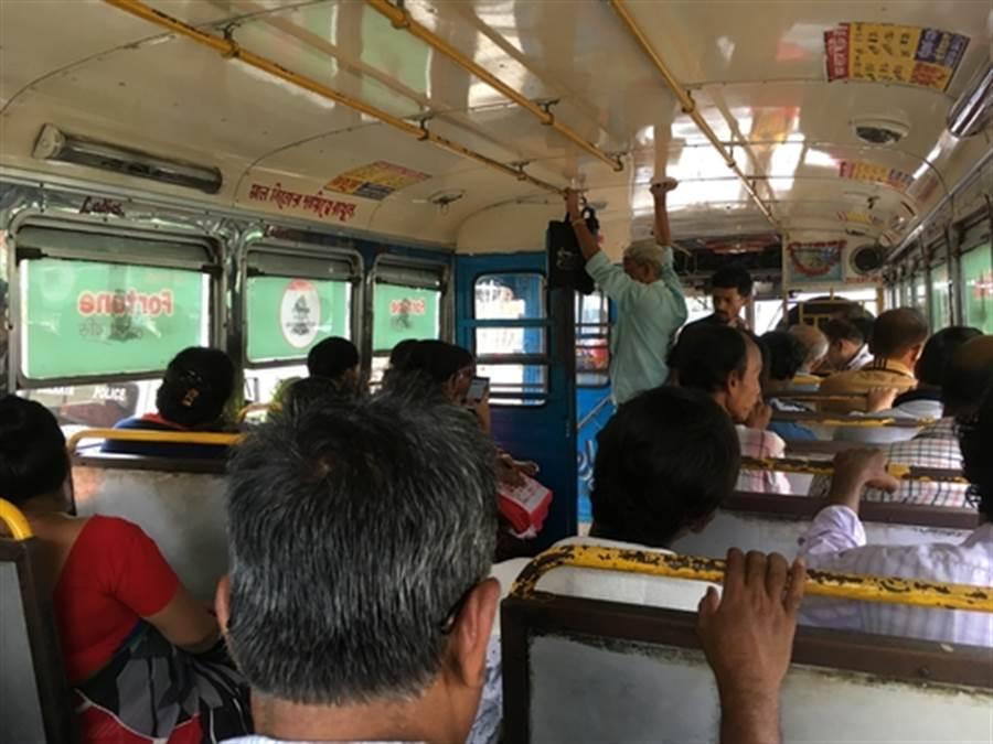女子公車上慘遭輪暴  所有乘客竟冷眼旁觀(圖為印度公車與本文無關/達志影像)