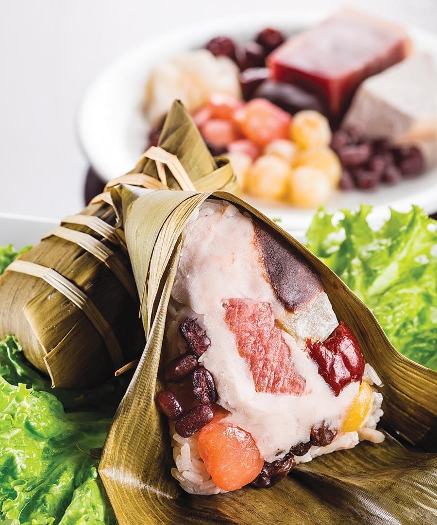 台北晶華酒店〈八寶芋泥粽〉,大甲芋頭泥搭配豐富八寶餡料,入口滑嫩,芋香四溢,每顆售價200元。圖/業者提供
