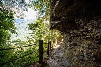 花蓮秘境「瓦拉米步道」 有吊橋、瀑布還有黑熊