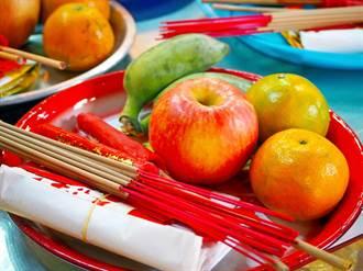 外國友人最愛的「盤子」問說:「買送給家人好嗎?因為便宜又有台灣特色!」