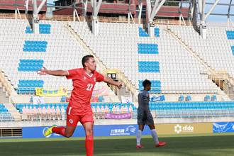 開賽遇日環蝕 紅獅FC奪開季首勝