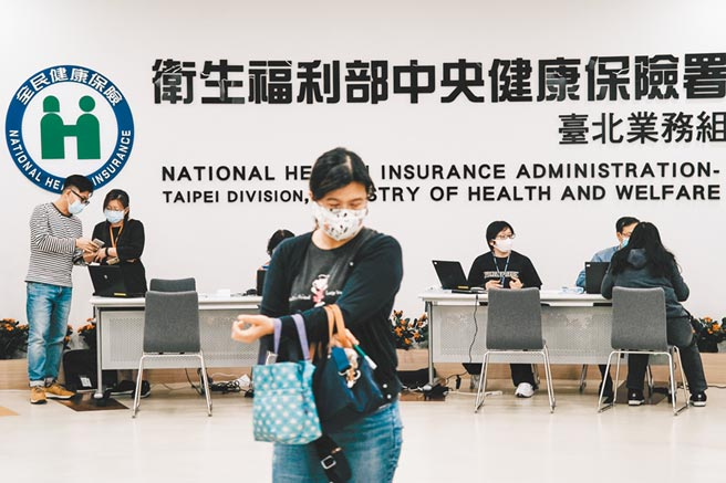 健保財務吃緊,衛福部長陳時中昨拋出擴大健保規模構想,並擬調漲健保費。(本報資料照片)