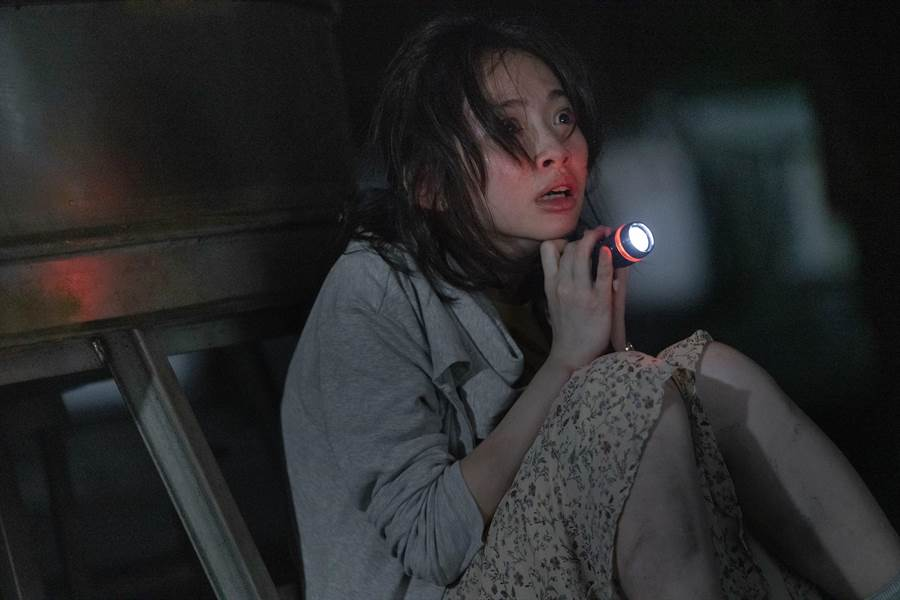 詹宛儒拍《女鬼桥》第一天就演出撞鬼戏。(传影提供)
