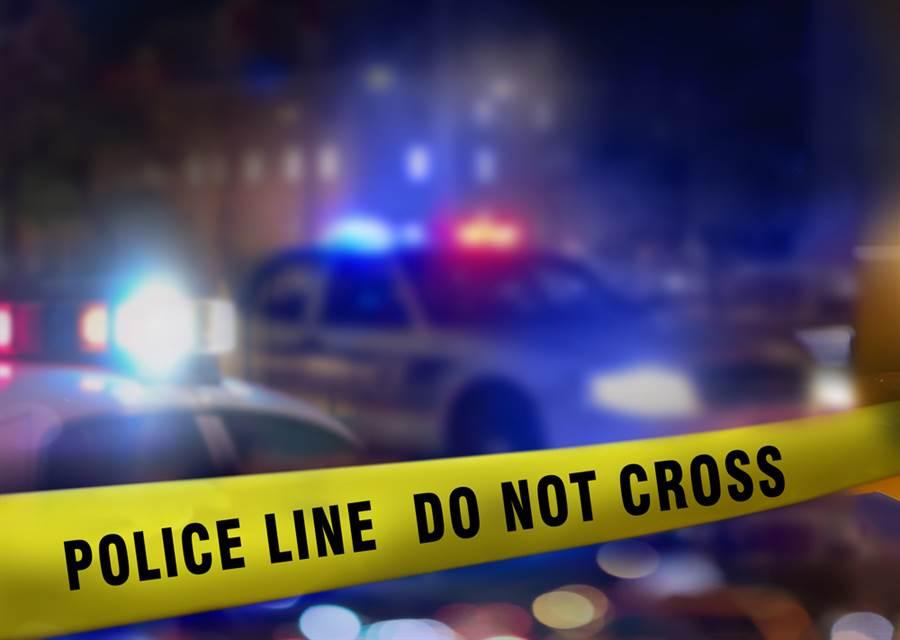 紐約州雪城(Syracuse)一場百人大型戶外派對20日晚間爆發槍擊,至今造成9人受傷,當中一名青少年頭部中彈、情況危急,目擊者描述,槍響太多難以計算。(示意圖/shutterstock)