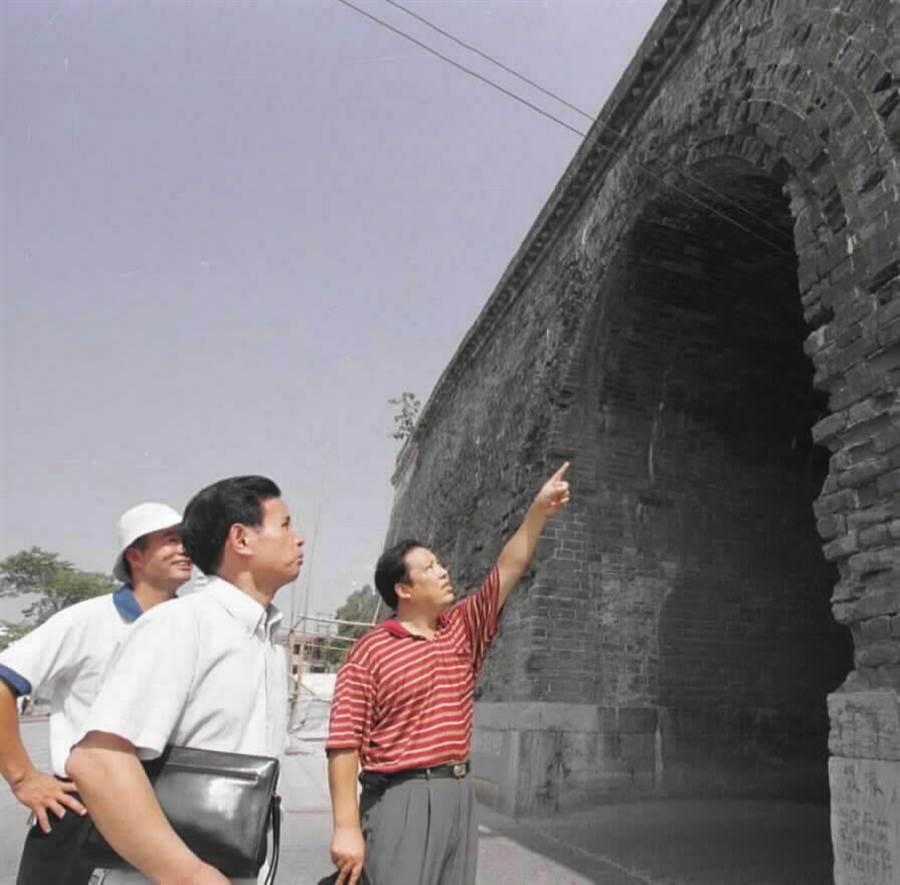 荊州古城牆。(新華社資料照片)