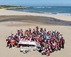 百名志工以行動愛護海洋 元富同仁熱情淨灘