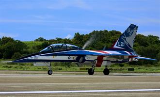 勇鷹高教機首飛成功 展翅縮時全紀錄看過來