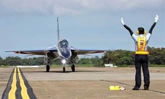 新式高教機22日完成首飛 蔡英文親臨見證