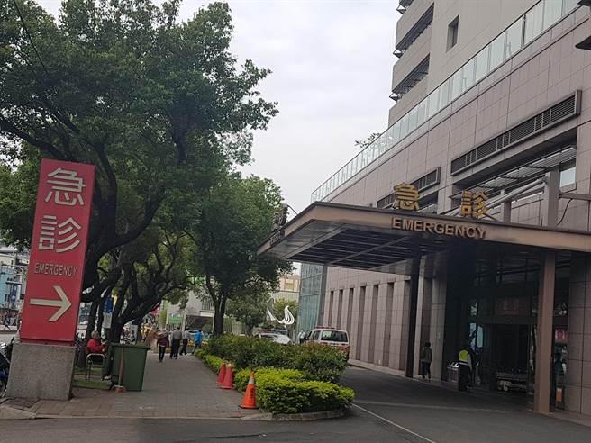 台中市國小3年級女童,21日在家疑似遭人以利刃劃傷,已送往中國醫藥大學附設醫院加護病房治療觀察。(張妍溱攝)