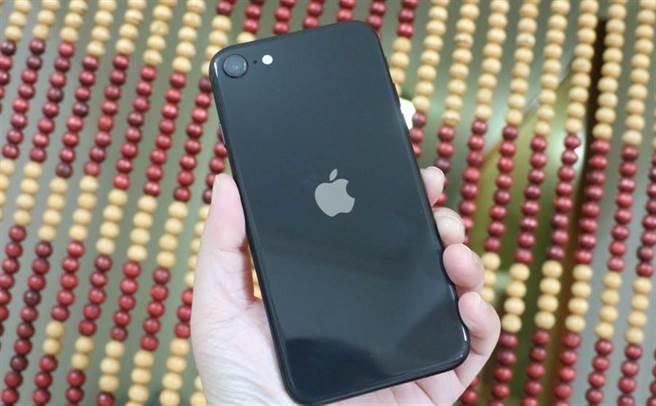 iPhone 12機身模型曝光 竟比新iPhone SE更小