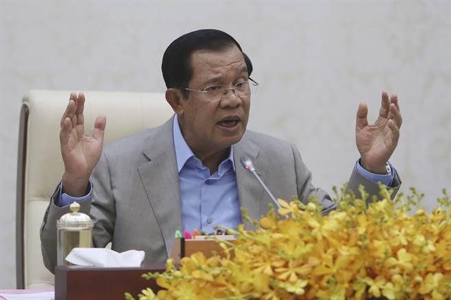 柬埔寨總理洪森說,柬埔寨人民黨還會執政100年。(圖/美聯社)