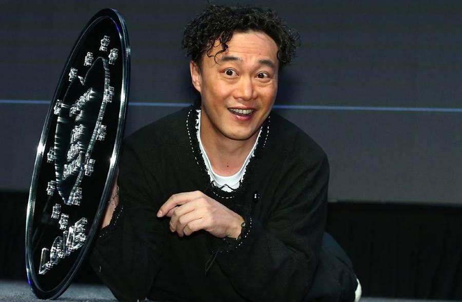 赢咖3官网:父亲节祝愿皮光肉滑 陈奕迅贴近照变身皱巴巴「老迅」