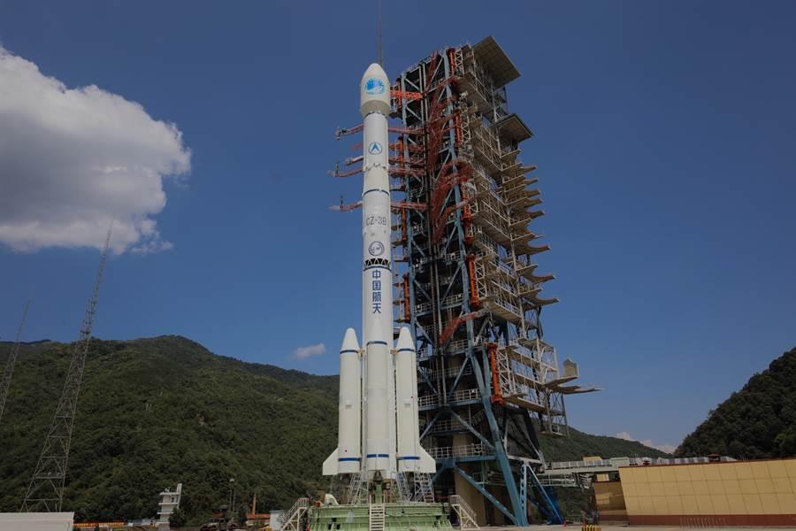 中國大陸北斗3號全球衛星導航系統最後一顆組網衛星已在西昌衛星發射中心完成技術區測試與相關設置,圖為執行發射任務的長征3號乙運載火箭資料照。(中新社)