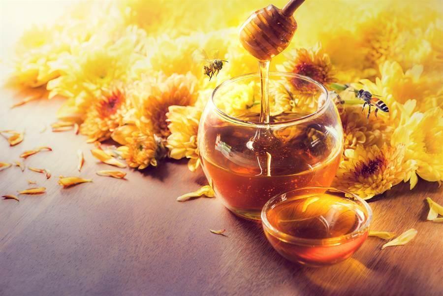 早上起床一杯蜂蜜水錯了?營養師建議飯前或飯後1至2小時再喝最好。(示意圖/達志影像)
