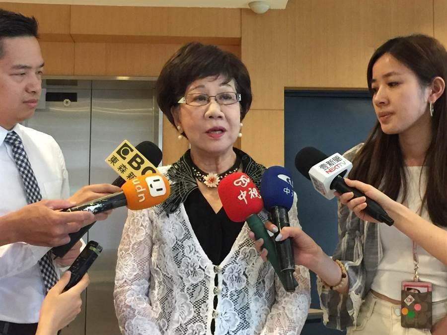前副總統呂秀蓮今日記者會前受訪(吳家豪攝)