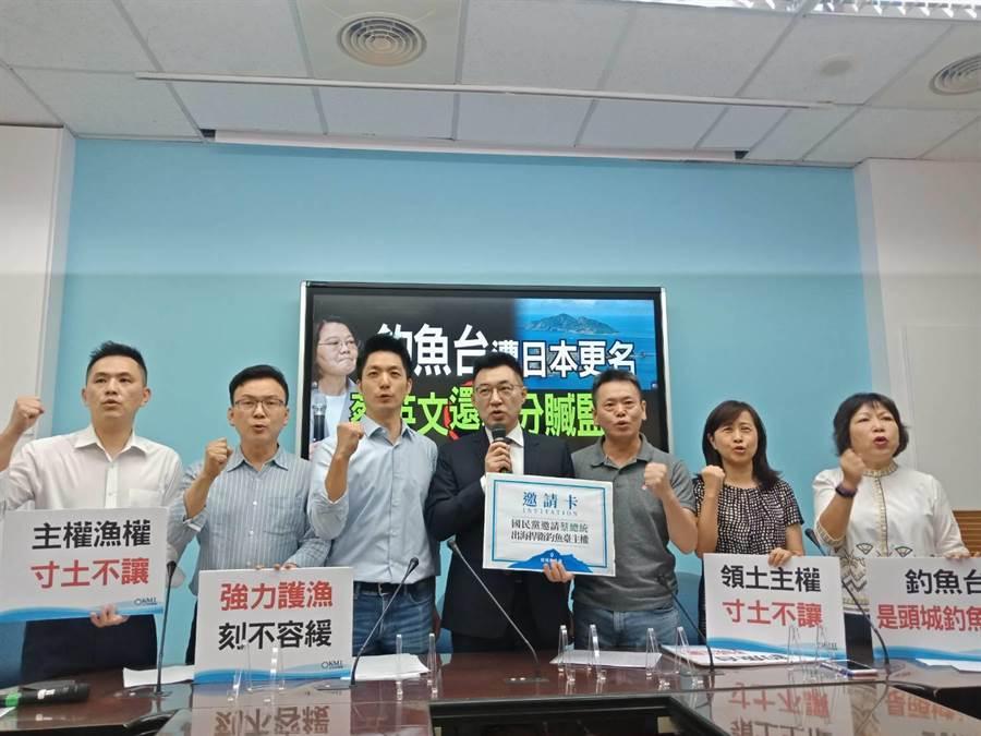 國民黨主席江啟臣(左4)要求民進黨政府對日本要硬起來。(國民黨團提供)