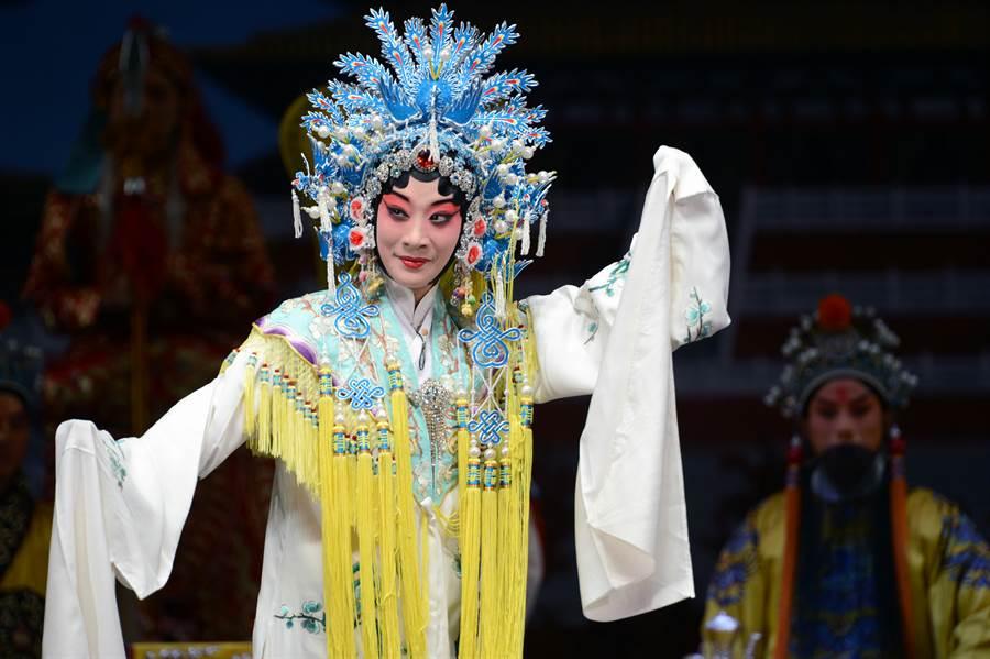 大陸國家京劇院演員李海燕飾演梅妃。(新華社資料照片)