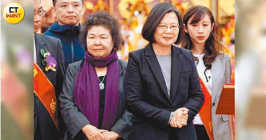 蔡總統(右)與陳菊。(黃威彬攝)