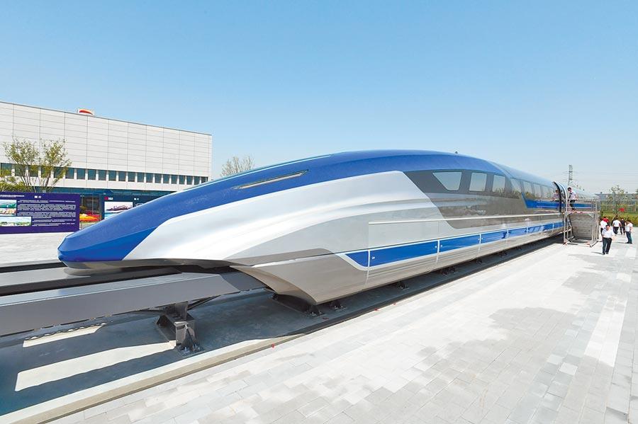 2019年5月,時速600公里的高速磁浮試驗樣車在青島下線。(新華社資料照片)