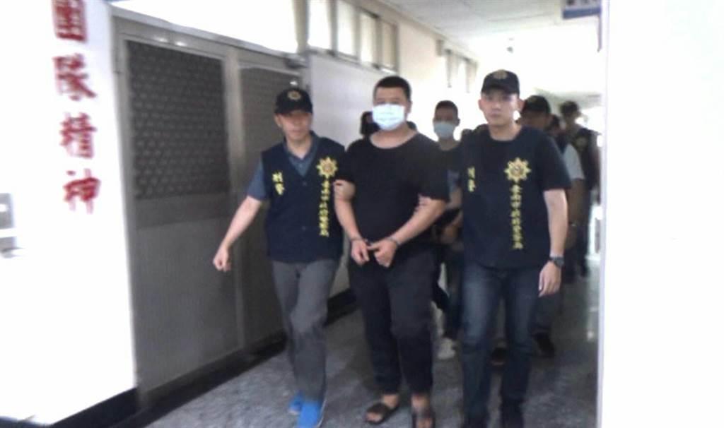 台南市警方破獲吳姓男子為首的暴力集團,維護治安。(台南市刑大提供/莊曜聰台南傳真)