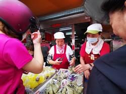 員林市場閨蜜阿嬤齊包肉粽 飄香40年每顆僅賣10元