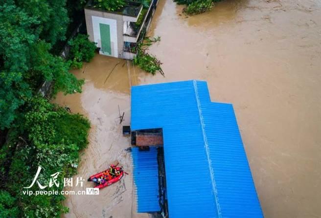 重慶市淹水情況。(圖/人民網)