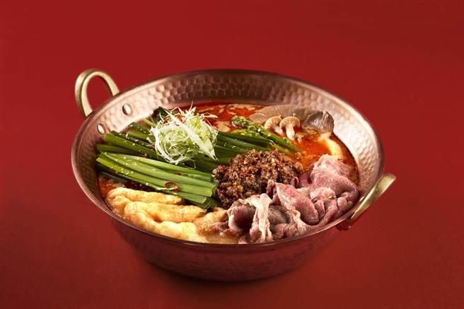 火鍋控必吃!「獨門和牛油鍋底」搭配「松露蛋黃醬」擄獲老饕們的胃