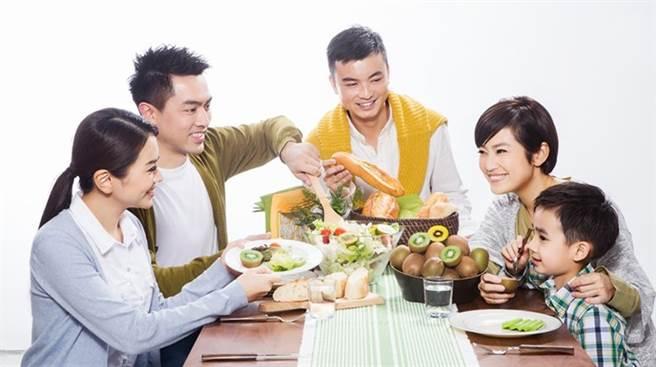 其實粽子的油脂含量多,又缺乏天然纖維,容易導致消化道不適或發生便秘問題。(圖/台灣癌症基金會提供)