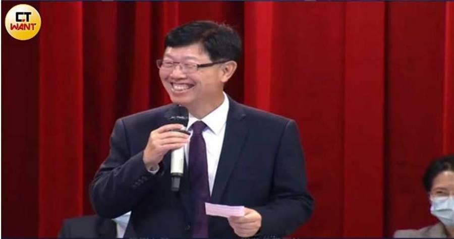 劉揚偉提到鴻海0-6歲國家養計畫去年有800多個鴻海寶寶並發了1萬個獎學金扮演企業社會責任。(圖/胡華勝攝)