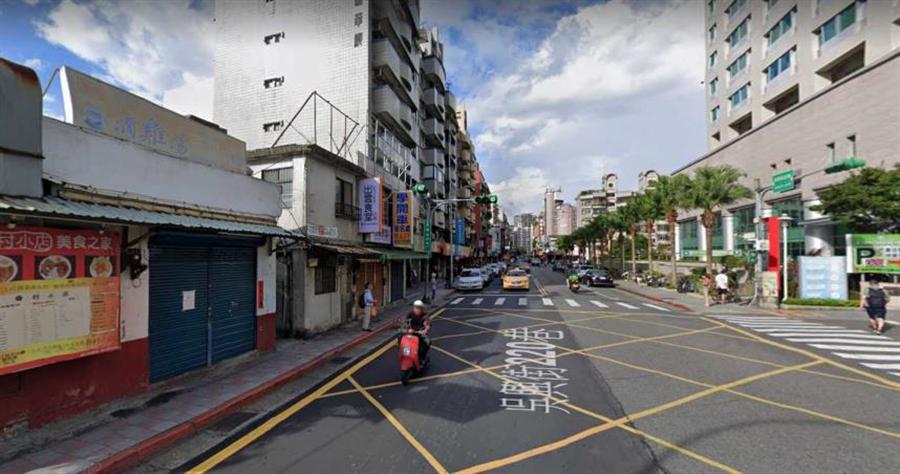 吳興街台北醫學院周邊商圈成熟,老舊房子能都更改大樓具有很高重建價值。圖為示意圖。(圖/google map)