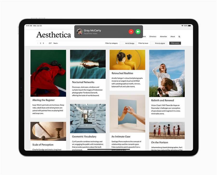 iPadOS 14 為 FaceTime 和電話來電、Siri 互動與「搜尋」帶來全新的精簡設計,有助於使用者保持專注並在當下完成更多工作。(摘自蘋果官網)