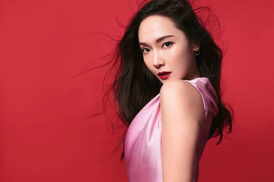 Jessica Jung潔西卡(鄭秀妍)成為新任露華濃全球品牌形象大使。(圖/品牌提供)
