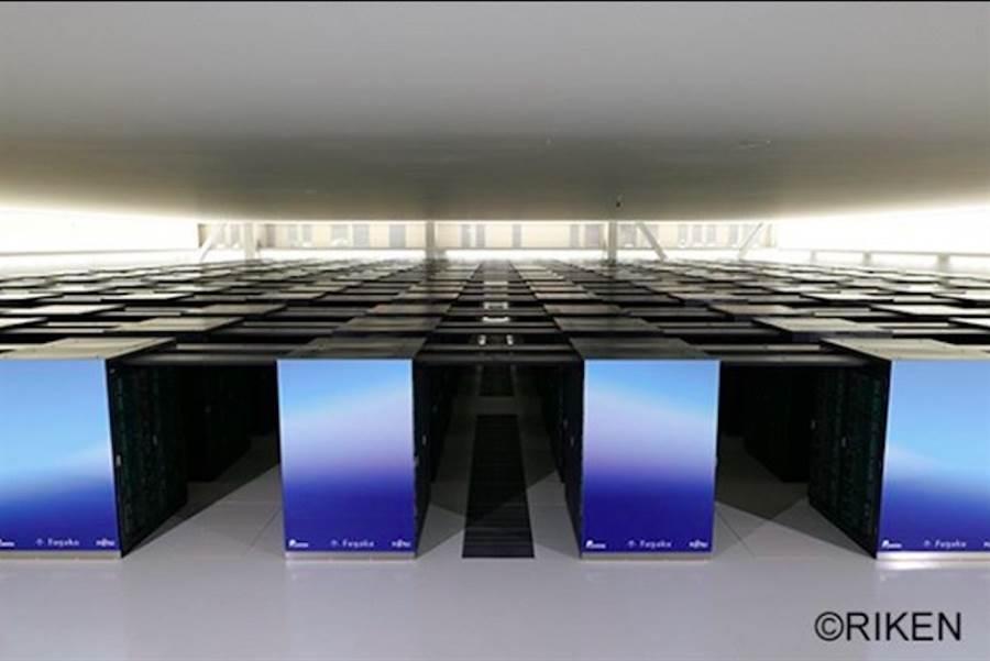 日本理化學研究所及富士通共同開發的新型超級電腦「富岳」,在超級電腦計算速度全球排行榜「TOP500」中名列第1,這日本時隔近9年的創舉。圖取自理化學研究所(RIKEN)計算科學研究中心的官方Instagram。(@RIKEN)