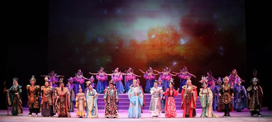 明華園戲劇總團將重演大戲《大河彈劍》,在嘉義藝術節登場。(明華園戲劇總團提供)