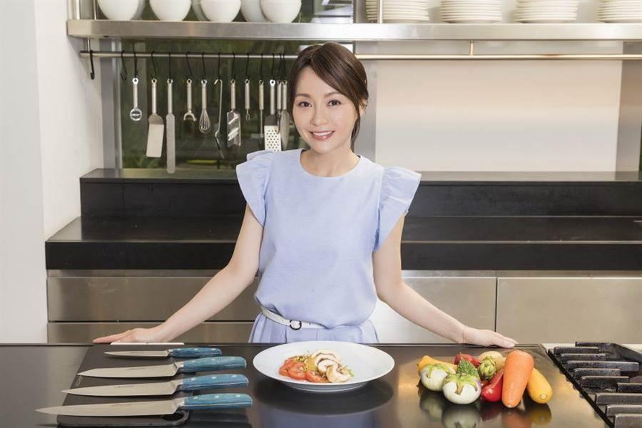 赢咖3注册:Joanna开餐厅压力大到瘦至42公斤 曝血尿、颜面神经失调过往
