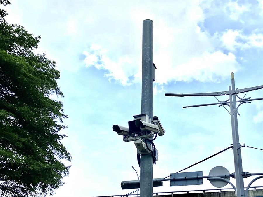 台中市在各重要路口建置錄影監視系統,但原縣區密度不如原市區高,消弭治安死角,必須加強拉近城鄉差距。(盧金足攝)