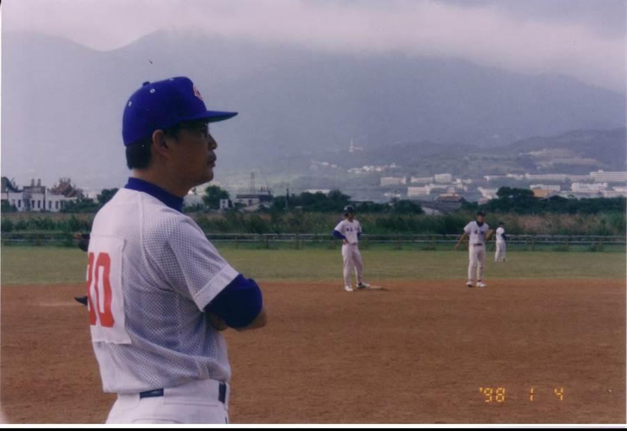 前桃園縣體育處長趙平南不只戮力公務,也曾義務擔任母校中正高中棒球隊教練超過20年。(中正高中棒球隊提供)