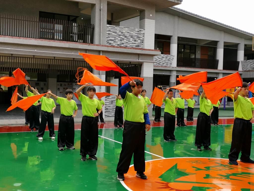 台南市左鎮國小24日舉辨「左鎮風華 百年再現」百年校慶紀念活動。(劉秀芬攝)