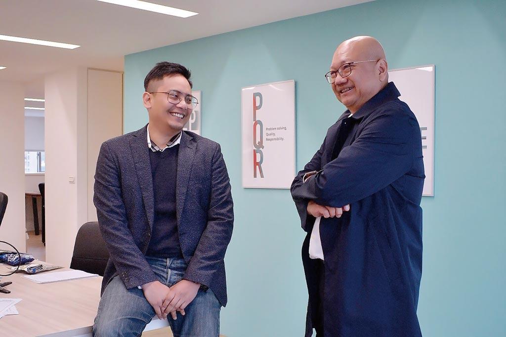 Synergies CEO 張宗堯(左)攜手執行董事江懷海博士(右)運用AI科技結合產業經驗,助攻企業轉型。圖/業者提供