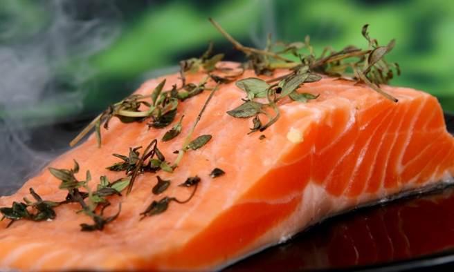 想降低三酸甘油脂,請多吃魚,少吃紅肉。(圖片來源:pixabay)