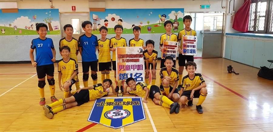 教育盃五人制足球錦標賽結果出爐,士東國小勇奪甲組冠軍。(讀者提供)