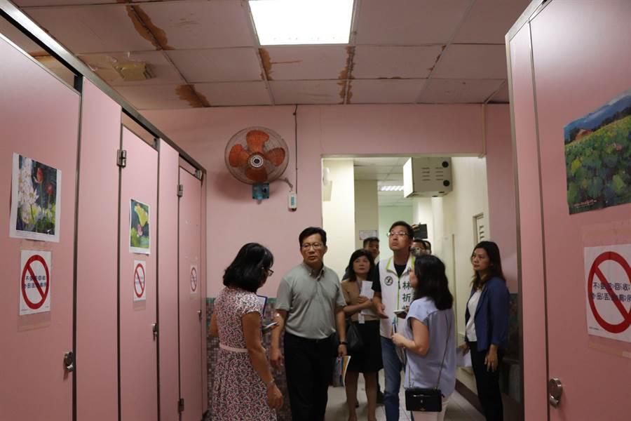 立委張廖萬堅爭取校園建設,獲得國教署及教育局代表回應全力協助。(盧金足攝)