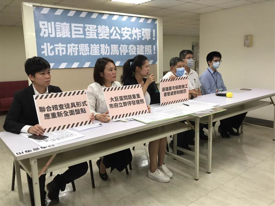 北市議員林亮君、簡舒培、苗博雅今天上午舉辦記者會。(譚宇哲攝)