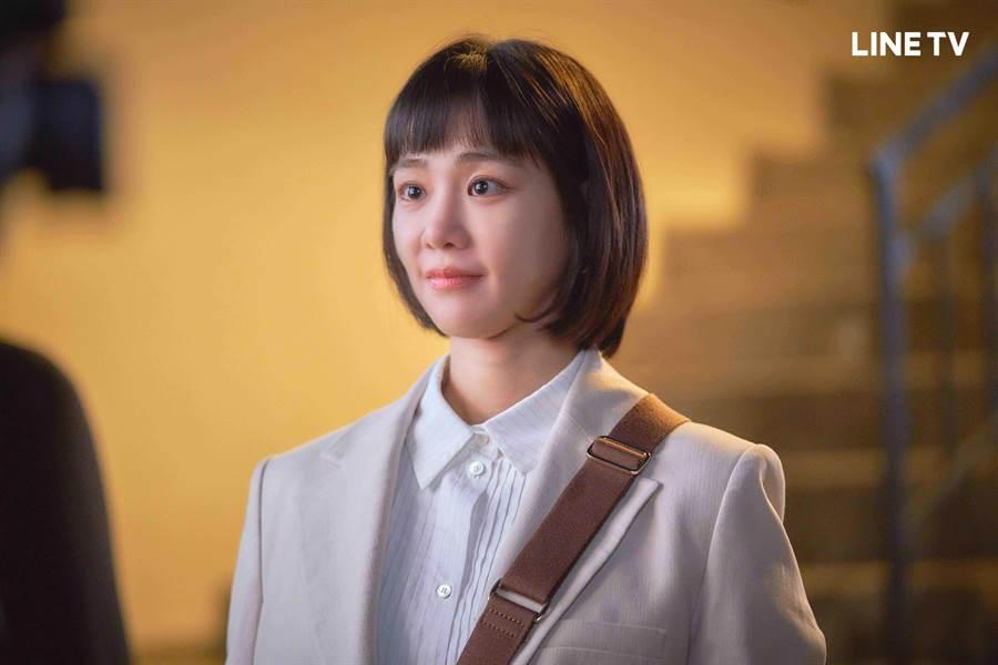 韩智恩剪去长髮一甩「金秀贤的女人」妖豔形象。(LINE TV提供)