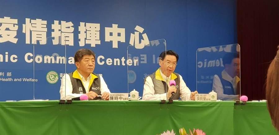 左為衛福部長陳時中、右為外交部長吳釗燮。(資料照/郭建志攝)
