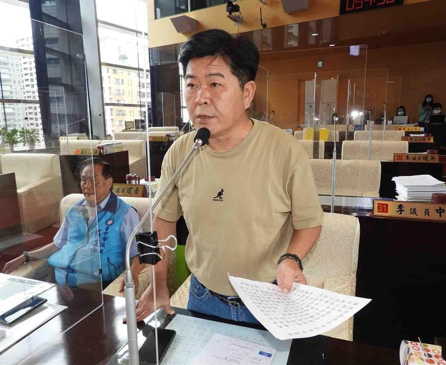 台中市議會國民黨團書記長陳政顯說,台電若一味我行我素,不排除採取大規模的抗爭。(陳世宗攝)