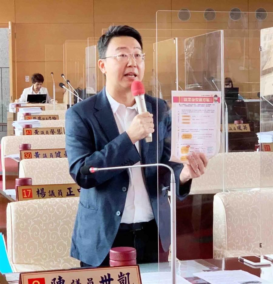 民進黨團總召陳世凱指出,台電重啟機組一定要合法,汙染防治要對市民說清楚、講明白。(陳世宗攝)