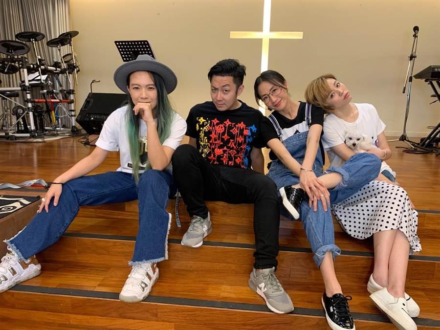 王瞳(右起)和潘奕如、艾成、张芸京为教会拍摄影片传递正能量。(「耶!一同进城」提供)