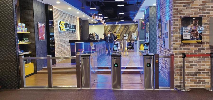 研勤與連鎖健身業者柏文合作在健身工廠設置AI人臉辨識進出管理相關設備後,更進一步推升Face8台灣臉霸能見度。圖/業者提供