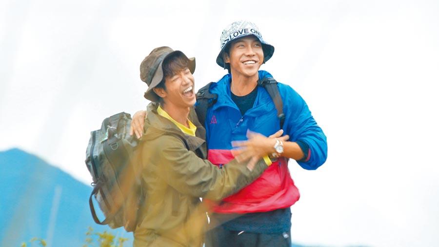 劉以豪(左)跟李昇基因主持節目共患難培養出好感情。(Netflix提供)
